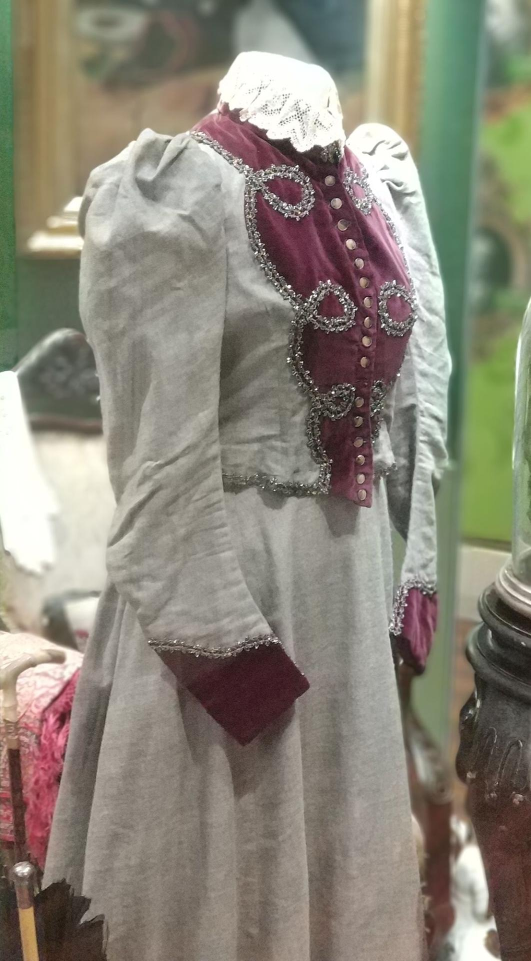 1890s Victorian jacket and skirt