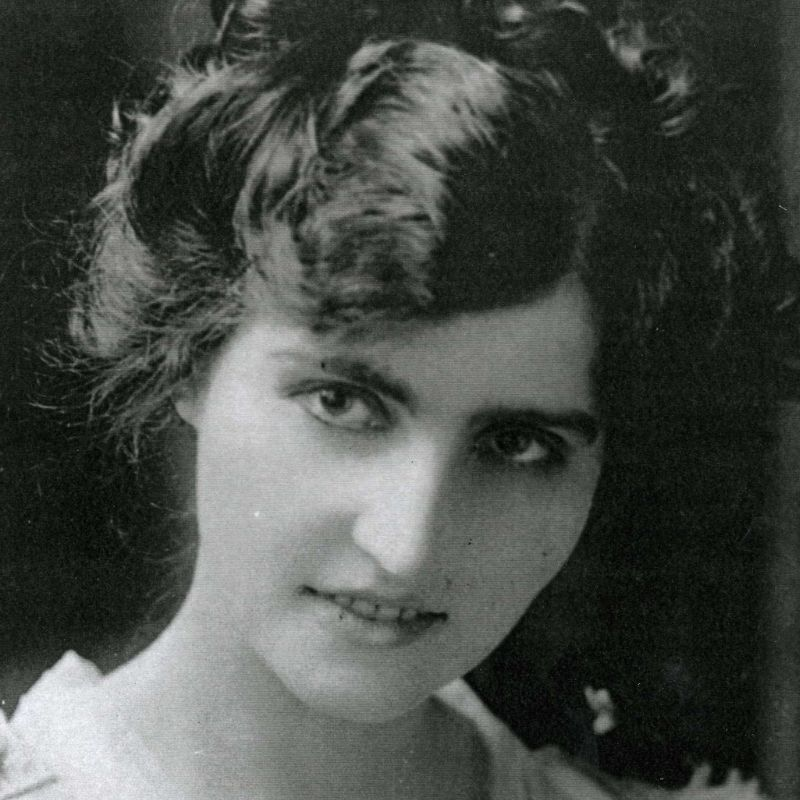 Portrait Of An Edwardian Women Wearing Eyeliner With Well Defined Eyebrows And Lips